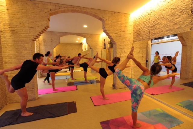 bikram_yoga_clases_aestudio_valencia